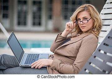 nő, távoli, dolgozó, karrier, fiatal, húszas évek, kaukázusi