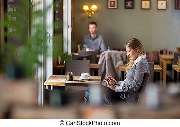 nő, tabletta, terhes, digitális, használ, kávéház