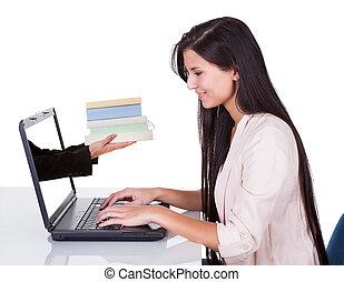 nő, tanulás, -ban, laptop