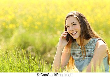 nő, telefon, mozgatható, hívás, mező, zöld
