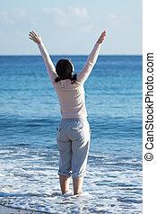 nő, tengerpart, homokos, érett, boldog