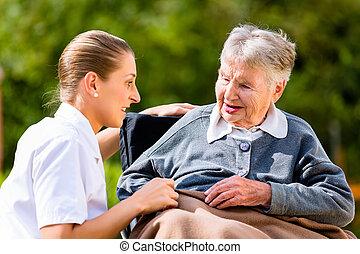 nő, tolószék, hatalom kezezés, idősebb ember, ápoló