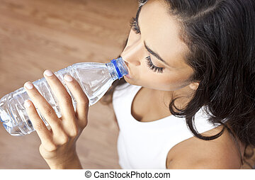 nő, tornaterem, víz, spanyol, latina, palack, leány, ivás
