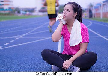 nő, track., izzad, ázsiai, szépség, törlés, törülköző, futás