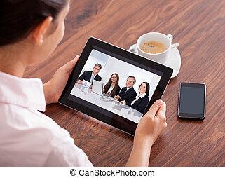 nő, video conferencing, képben látható, digitális, asztal