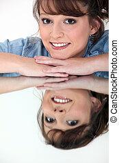 nő, vonzalom ellen, tükör