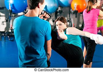 női, belerúg bokszoló, noha, edző, alatt, edzés