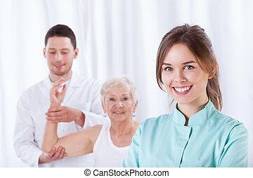 női, gyógyász, mosolygós