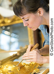 női, kézműves, levél növényen, dolgozó, arany