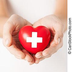 női kezezés, noha, piros szív