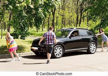 nők, autó, tol, törött, vontatás, meglehetősen