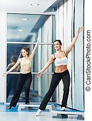 nők, -ban, aerobic, gyakorlás, noha, állóképesség, lábnyom, bizottság