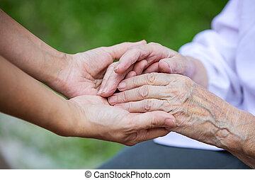 nők, idősebb ember, kézbesít, young felnőtt