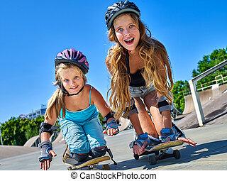 naście, zmarszczenie, dziewczyna, jego, skateboard