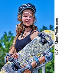naście, zmarszczenie, dziewczyna, skateboard, jej