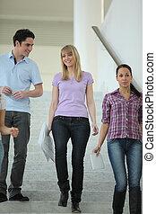 na dół, chodzenie, schody, młodzież