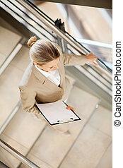 na dół, kobieta interesu, pieszy, schody, młody
