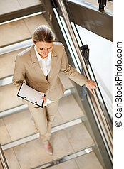 na dół, kobieta interesu, pieszy, schody