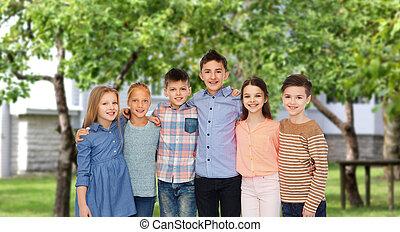 na, tulenie, podwórze, uśmiechanie się, dzieci, szczęśliwy