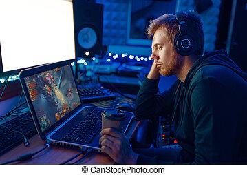 na, uitdaging, zijn, gamer, slapende, mannelijke , draagbare computer