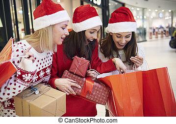na, winkel te winkelen, kerstmis, vrienden