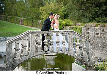 na wolnym powietrzu, -, para, szambelan królewski, park, panna młoda, żonaty