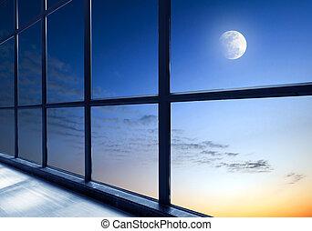 na zewnątrz okno