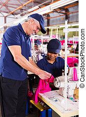 naaiwerk, controleren, werken, textiel, controleur, senior, kwaliteit