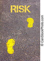 naar, verantwoordelijkheid, gele, boodschap, voetsporen, trottoir