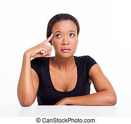 nachdenklich, afrikanischer amerikaner, geschäftsfrau, oben schauen