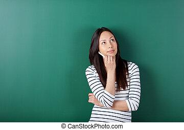 nachdenklich, weiblicher student, oben schauen