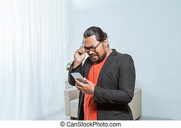 nachricht, seine, annahme, geschäftsmann, disapointed, smartphone, text