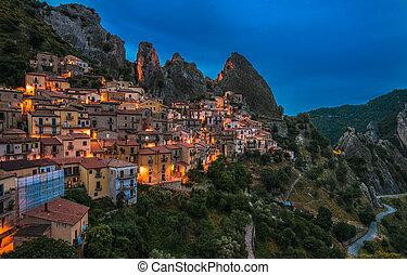 nacht, basilicata, italien, castelmezzano