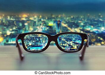 nacht, cityscape, fokussiert, in, brille, linsen