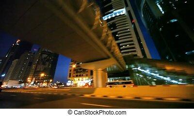 nacht, sjeik, zayed, straat, aanzicht, door het venster, van, verhuizing, auto, in, dubai, uae.
