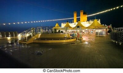nacht, zwembad, op bovenkant, dek, van, cruiseschip