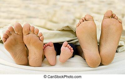 nacido, pies, su, padres, niño, nuevo