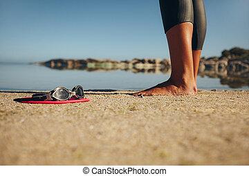 nade, posición, arena, mujer, gafas de protección