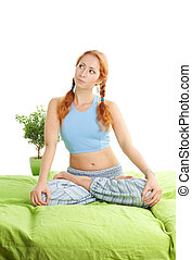 nadenkend, vrouw, in, yoga houding