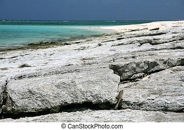 Nagannu Island , Okinawa, South Japan