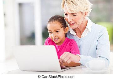nagyanya, tanítás, modern, számítógép, unoka