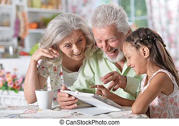 nagyszülők, leány, tabletta, neki, használ