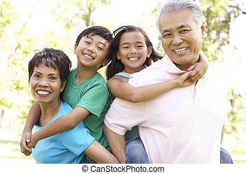 nagyszülők, liget, unokák, portré