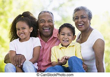 nagyszülők, nevető, unokák