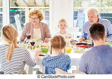 nagyszülők, vacsora, élvez, modern, család