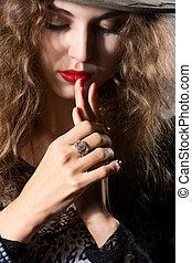 nahaufnahme, hände, von, a, schöne frau, mit, a, ring, auf, seine, finger