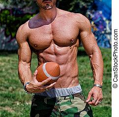 nahaufnahme, von, oberkörper, von, sehr, muskulös, mann, textilfreie , mit, fußball