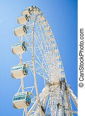 nahaufnahme, von, weißes, riesenrad, gegen, von, klar, blauer himmel