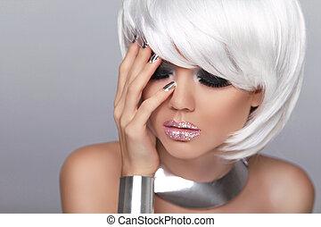 nails., blonds, hair., manucuré, makeup., court, mode, isolé, gris, portrait, blanc, femme, fringe., beauté, style., vogue, girl., arrière-plan.