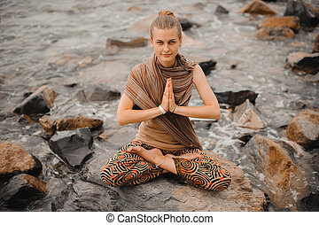 namaste, 女, ヨガ, ハスポーズ, 瞑想する, retreat., 浜